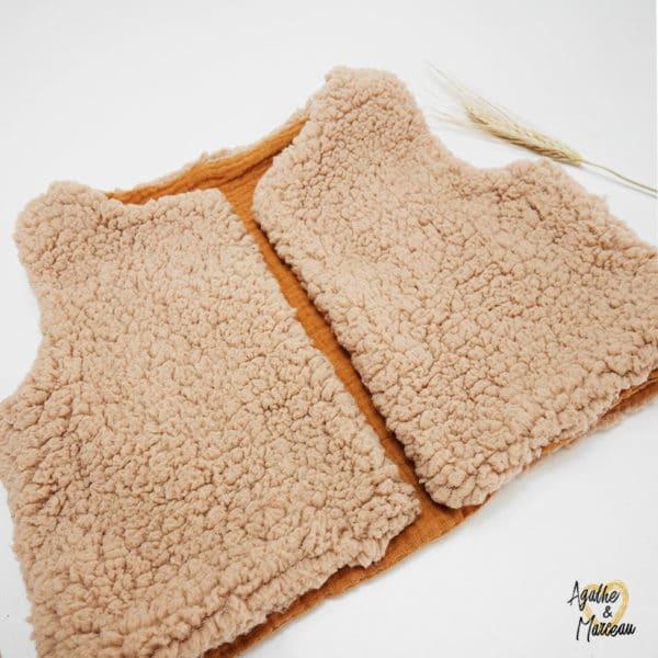 Gilet berger réversible en fausse fourrure sherpa brun clair et intérieur double gaze de coton camel fait main tissu Oeko-tex